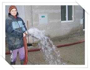 Takhle teče minerální voda na Moravě z 206 metrů...